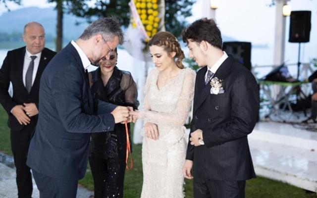 Ayşenur ve Ersel evlilik yolunda ilk adımı attı