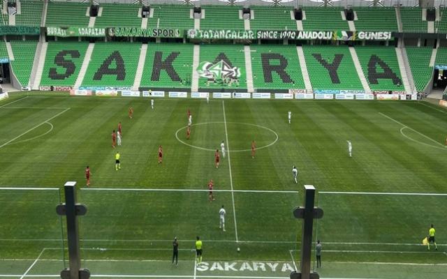 Sakaryaspor evinde 4 golle kazandı!