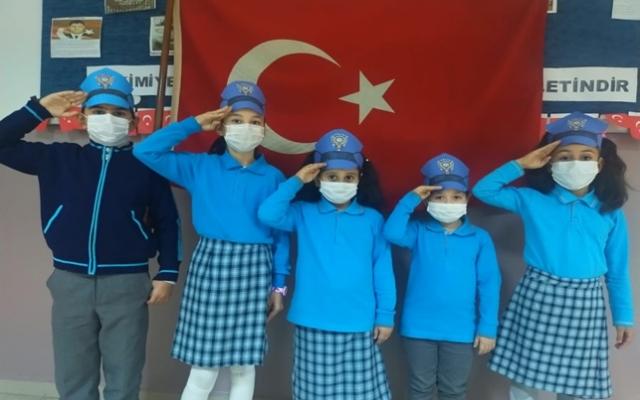 Minik öğrencilerden video klipli Polis Haftası kutlaması