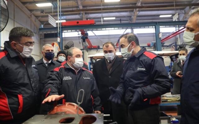 Bakan Varank traktör fabrikasını inceledi